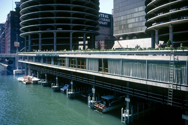 Marina City History Hilton Signs On To Run The First Restaurant